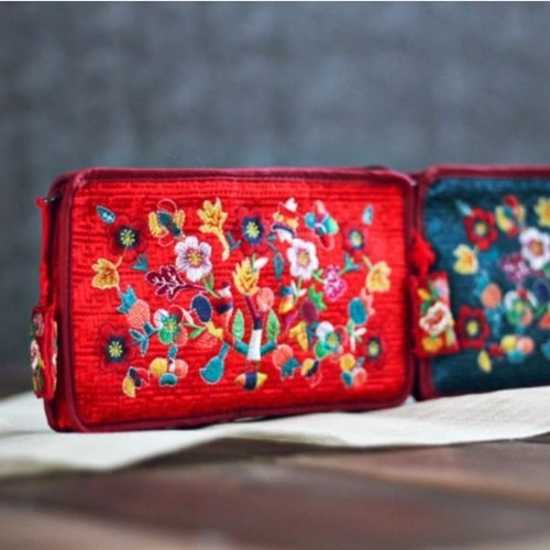 [palbok] Embroidered Vine Quilted Pouch