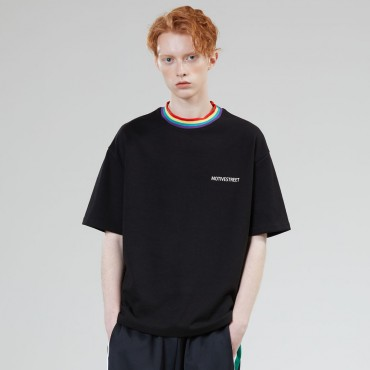 [MOTIVE STREET] RAINBOW NECK POINT TEE BLACK